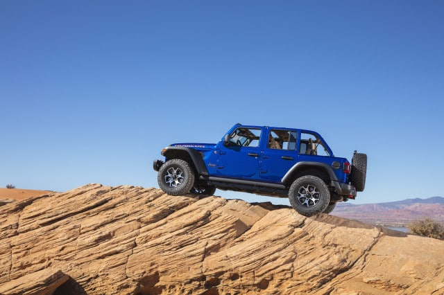 2020-jeep-wrangler_cars-under-30k